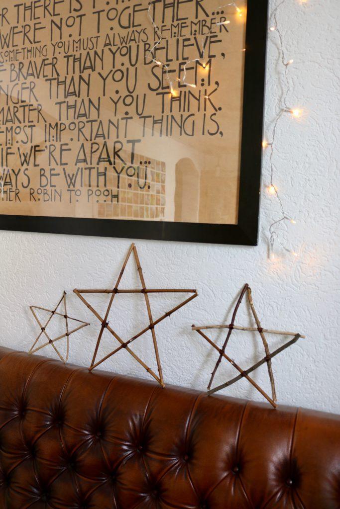 Easy Peasy DIY Anleitung für Sterne aus Ästen. #lowbudget #weihnachten #sterne #deko #diy